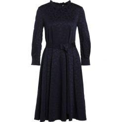 MAX&Co. DOGE Sukienka z dżerseju midnight blue. Czerwone sukienki z falbanami marki MAX&Co., m, z elastanu. W wyprzedaży za 479,50 zł.