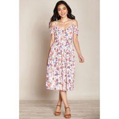 Sukienki hiszpanki: Rozszerzana sukienka w kwiatowy wzór