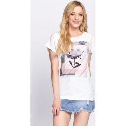 T-shirty damskie: Kremowy T-shirt Around the World
