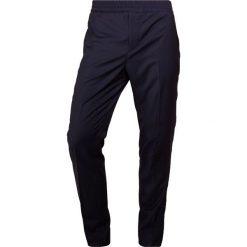 Chinosy męskie: J.LINDEBERG SASHA COMFORT Spodnie materiałowe navy