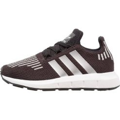Adidas Originals SWIFT RUN Tenisówki i Trampki core black/silver metallic/footwear white. Czarne tenisówki męskie marki adidas Originals, z materiału. Za 279,00 zł.