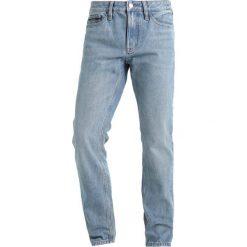 Calvin Klein Jeans SLIM STRAIGHT Jeansy Slim Fit bowie blue. Niebieskie jeansy męskie relaxed fit marki Calvin Klein Jeans. W wyprzedaży za 359,20 zł.