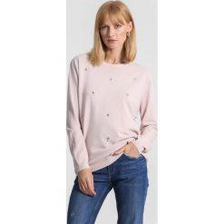 Jasnoróżowy Sweter Tiny Stones. Zielone swetry klasyczne damskie marki other, l, prążkowane. Za 69,99 zł.