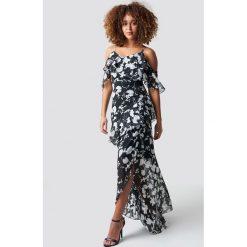 Trendyol Sukienka maxi Abi - Black. Niebieskie długie sukienki marki Reserved, z odkrytymi ramionami. Za 283,95 zł.