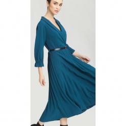 Ciemnoniebieska Sukienka Overtones. Niebieskie sukienki hiszpanki other, uniwersalny, midi. Za 109,99 zł.