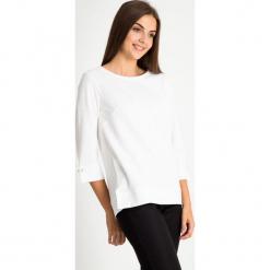 Biała strukturalna bluzka QUIOSQUE. Białe bluzki longsleeves marki QUIOSQUE, z dzianiny, klasyczne. W wyprzedaży za 99,99 zł.