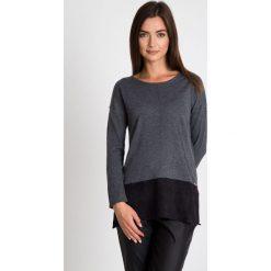 Szaro-czarny asymetryczny sweter  QUIOSQUE. Czarne swetry klasyczne damskie QUIOSQUE, m, z dzianiny, z asymetrycznym kołnierzem. W wyprzedaży za 79,99 zł.