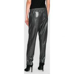Guess Jeans - Spodnie. Szare jeansy damskie marki Guess Jeans. W wyprzedaży za 269,90 zł.