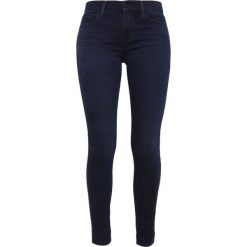 Levi's® 710 INNOVATION SUPER SKINNY Jeans Skinny Fit dantes peak. Czarne rurki damskie Levi's®. Za 399,00 zł.