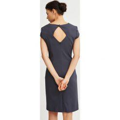 Simple - Sukienka. Czarne sukienki balowe marki Reserved. W wyprzedaży za 399,90 zł.