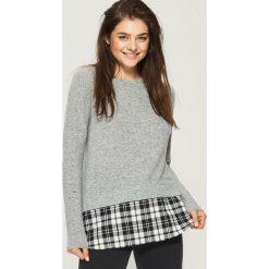 Sweter z koszulową wstawką - Jasny szar. Białe swetry klasyczne damskie marki Sinsay, l, z napisami. W wyprzedaży za 29,99 zł.