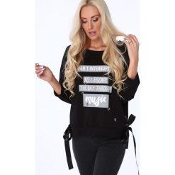 Bluza z nadrukiem czarna 62753. Czarne bluzy z nadrukiem damskie marki Fasardi. Za 59,00 zł.