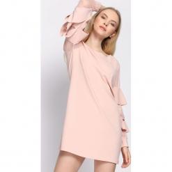 Jasnoróżowa Sukienka Almond. Różowe sukienki mini marki numoco, l, z dekoltem w łódkę, oversize. Za 69,99 zł.