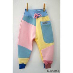 PATCH PANTS spodnie 104 - 152 cm pastele. Szare spodnie dresowe dziewczęce Pakamera, z dresówki. Za 109,00 zł.
