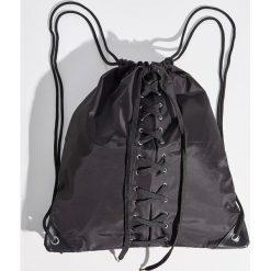Plecak worek z wiązaniem - Czarny. Czarne plecaki damskie marki Sinsay. W wyprzedaży za 29,99 zł.