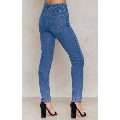 Glamorous Jeansy z naszywkami w kształcie serca - Blue. Różowe jeansy damskie marki Glamorous, z nadrukiem, z asymetrycznym kołnierzem, asymetryczne. W wyprzedaży za 66,29 zł.
