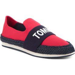 Espadryle TOMMY JEANS - Hybrid Slip On EN0EN00096 Tango Red 611. Czerwone tomsy damskie Tommy Jeans, z jeansu, na płaskiej podeszwie. W wyprzedaży za 249,00 zł.