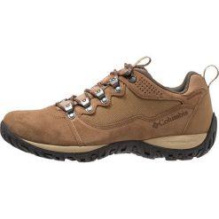 Columbia PEAKFREAK VENTURE WP LOW Obuwie hikingowe beige. Brązowe buty skate męskie Columbia, z gumy, outdoorowe. Za 499,00 zł.