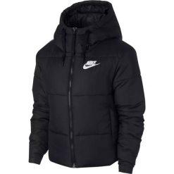 Kurtka Nike Wmns NSW Synthetic Fill (939360-010). Czarne kurtki damskie marki Nike, z materiału. Za 399,99 zł.