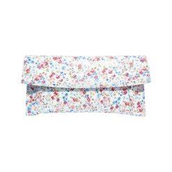 Kopertówki damskie: Skórzana kopertówka w kolorze białym ze wzorem – (S)29 x (W)13 cm