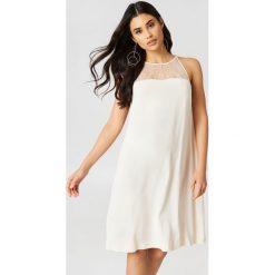 Sukienki hiszpanki: Samsoe & Samsoe Krótka sukienka Bina – Offwhite
