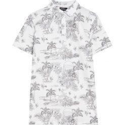 Koszulka polo z krótkim rękawem i nadrukiem all over. Czarne koszulki polo marki Pull&Bear, m. Za 59,90 zł.