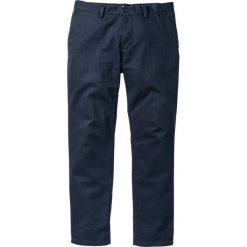 Spodnie chino Regular Fit bonprix ciemnoniebieski. Niebieskie chinosy męskie marki bonprix. Za 74,99 zł.