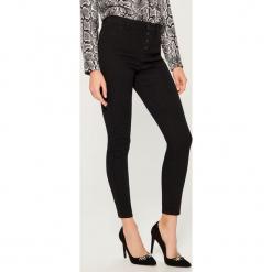 Jeansy skinny z wysokim stanem - Czarny. Brązowe spodnie z wysokim stanem marki Mohito, m. Za 99,99 zł.