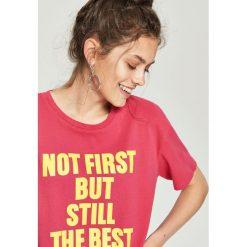 T-shirt z napisem - Pomarańczo. Różowe t-shirty damskie Sinsay, l, z napisami. W wyprzedaży za 14,99 zł.