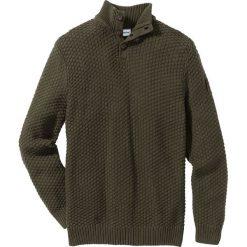 Sweter Slim Fit bonprix ciemnooliwkowy. Zielone swetry klasyczne męskie marki bonprix, m, z aplikacjami. Za 89,99 zł.