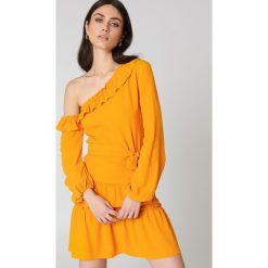 NA-KD Boho Sukienka z odkrytymi ramionami - Orange. Niebieskie sukienki asymetryczne marki NA-KD Boho, na imprezę, w koronkowe wzory, z koronki, boho, na ramiączkach, mini. W wyprzedaży za 73,17 zł.