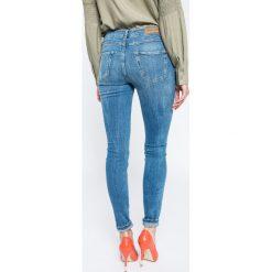 Review - Jeansy Minnie. Niebieskie jeansy damskie rurki Review, z bawełny. W wyprzedaży za 119,90 zł.