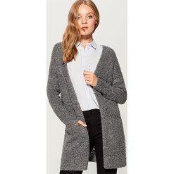 Melanżowy sweter oversize - Szary. Szare swetry oversize damskie marki Mohito, l. W wyprzedaży za 79,99 zł.