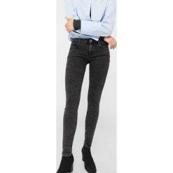 Mango - Jeansy Kim. Czarne jeansy damskie rurki marki Mango. W wyprzedaży za 59,90 zł.