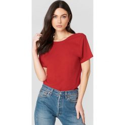 NA-KD Basic T-shirt z odkrytymi plecami - Red. Różowe t-shirty damskie marki NA-KD Basic, z bawełny. Za 52,95 zł.
