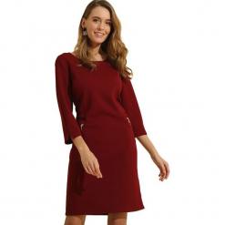 Sukienka w kolorze bordowym. Czerwone sukienki marki Almatrichi, s, z okrągłym kołnierzem, midi, proste. W wyprzedaży za 169,95 zł.