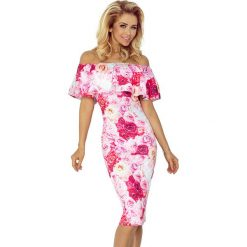 Sukienka  w Róże Ołówkowa z Hiszpańskim Dekoltem. Różowe sukienki na komunię marki numoco, l, z dekoltem w łódkę, oversize. Za 145,90 zł.
