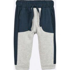 Blukids - Spodnie dziecięce 68-98 cm. Szare spodnie chłopięce Blukids, z bawełny. W wyprzedaży za 29,90 zł.