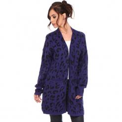 """Kardigan """"Leopard"""" w kolorze fioletowym. Fioletowe kardigany damskie marki Cosy Winter, s, z motywem zwierzęcym. W wyprzedaży za 181,95 zł."""