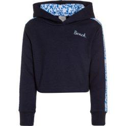 Bench CROP HOODY Bluza z kapturem maritime blue. Niebieskie bluzy dziewczęce rozpinane Bench, z bawełny, z kapturem. W wyprzedaży za 170,10 zł.