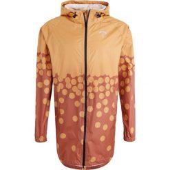 Packmack Kurtka przeciwdeszczowa omaha orange/apricot. Brązowe kurtki męskie bomber Packmack, l, z materiału. W wyprzedaży za 356,85 zł.