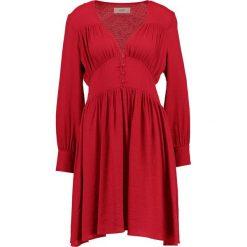 Sukienki hiszpanki: Moves PEARLIE  Sukienka letnia red