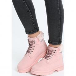 Różowe Traperki With Control. Czerwone buty zimowe damskie marki Born2be, na płaskiej podeszwie. Za 89,99 zł.
