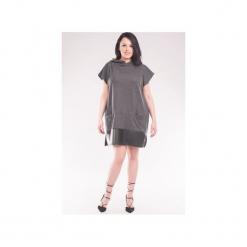 Sukienka z kapturem i wykończeniem z eko skóry SL2146SP Size Plus. Szare sukienki balowe marki bonprix, melanż, z dresówki, z kapturem, z długim rękawem, maxi. Za 119,00 zł.