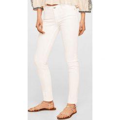 Mango - Jeansy Paty. Białe jeansy damskie rurki Mango, z bawełny. Za 89,90 zł.