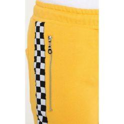 Spodnie męskie: Criminal Damage CHEQUER JOGGER Spodnie treningowe yellow/white