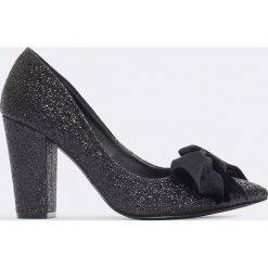 Buty ślubne damskie: NA-KD Shoes Brokatowe czółenka z aksamitną kokardą - Black
