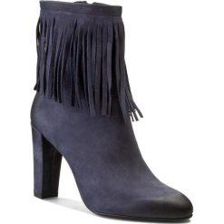Botki CARINII - B3278 Samuel 1680/2 OC FILC. Niebieskie buty zimowe damskie Carinii, z nubiku, na obcasie. W wyprzedaży za 206,00 zł.