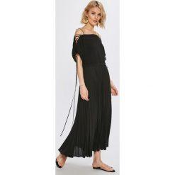 Miss Sixty - Sukienka Hedda. Szare sukienki mini marki Miss Sixty, na co dzień, s, z poliesteru, casualowe, z dekoltem w łódkę, z krótkim rękawem, plisowane. W wyprzedaży za 579,90 zł.