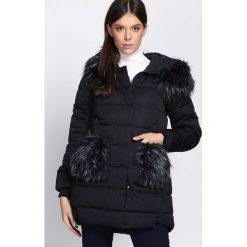 Granatowa Kurtka Wildest Dreams. Czarne kurtki damskie pikowane marki Born2be, na zimę, m, z futra, z kapturem. Za 189,99 zł.